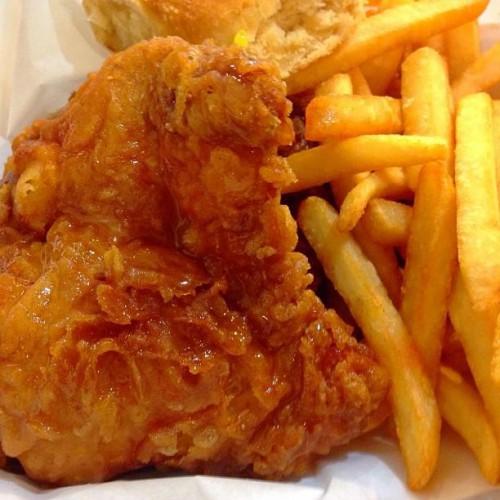 Honey's Kettle Fried Chicken in Culver City, CA