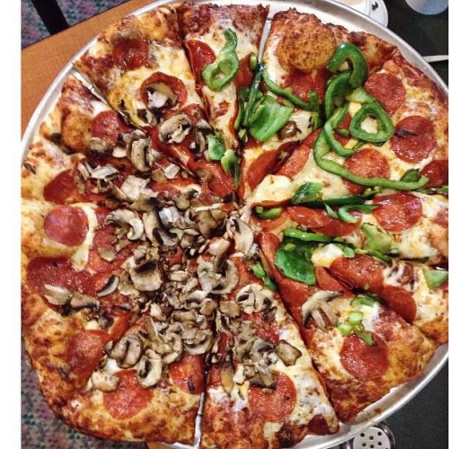 Round table pizza in indio ca 81637 ushighway 111 for Table 5 pizza