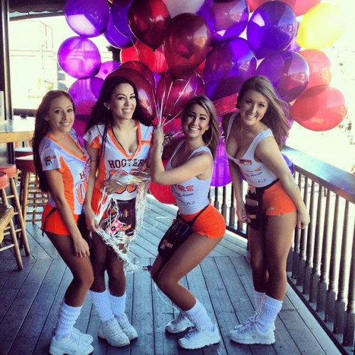 Hooters in chandler az